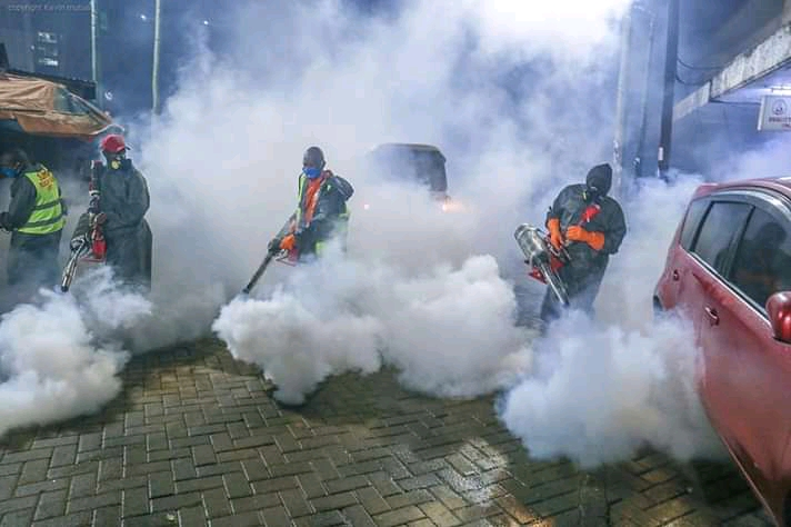 Governor Mike Sonko Continues To Set The Pace, Sonko Joined His Team 'S.R.T' in fumigation in Section 3 Eastleigh. 1