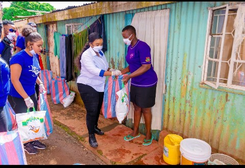 Rev Lucy Natasha Shows Love to Street Families 1