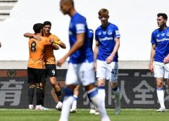Wolves maul Toffees at Molineux to reclaim sixth 8