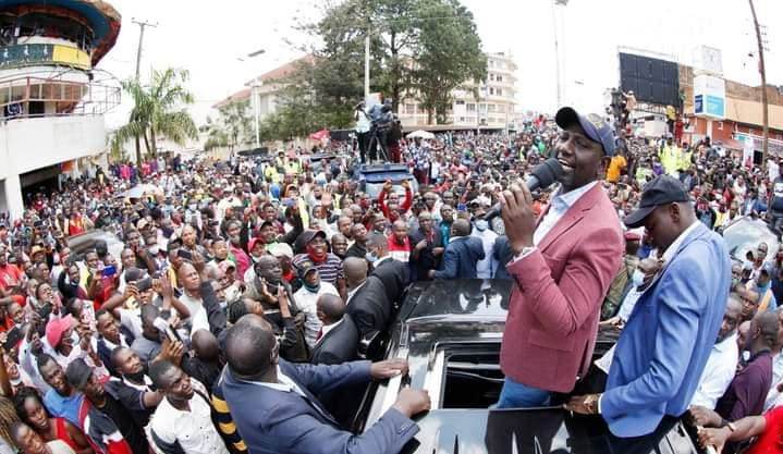 Ruto Arrives In Kisii, Residents Mingle Freely with Deputy President William Ruto. (PHOTOS) 1