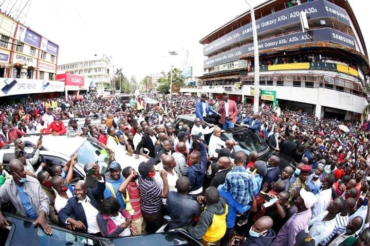 Ruto Arrives In Kisii, Residents Mingle Freely with Deputy President William Ruto. (PHOTOS) 4