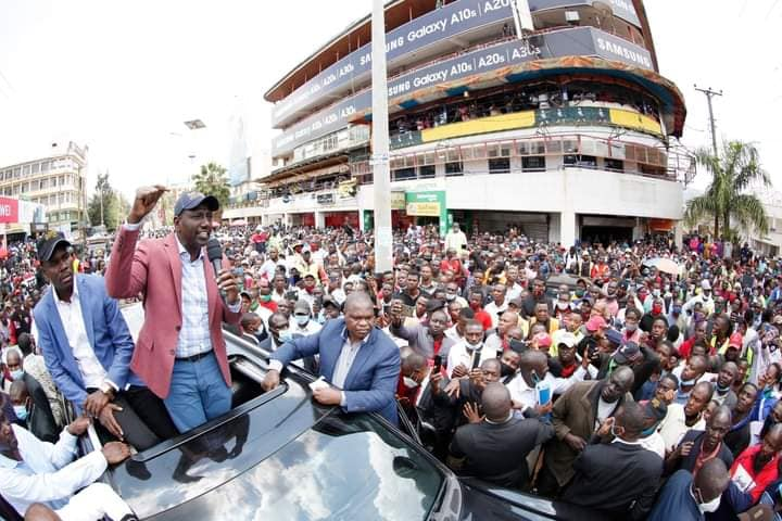 Ruto Arrives In Kisii, Residents Mingle Freely with Deputy President William Ruto. (PHOTOS) 2