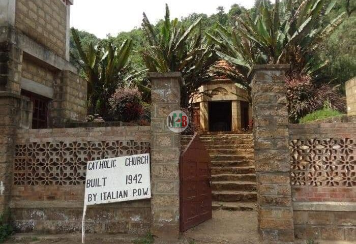 "Kenya's Smallest Church  ""Travelers' Chapel"" Mai Mahiu road"